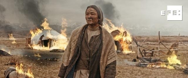 """GRAF8986. NUR-SULTÁN (KAZAJISTÁN), 29/01/2021.- Fotograma del filme kazajo """"The Crying Steppe"""" (""""El llanto de la estepa""""), sobre las hambrumas que azotaron esta nación centroasiática entre los años 20 y 30 del siglo XX. El cine kazajo sueña con lograr un Óscar con este drama histórico, que muestra la """"verdadera historia"""" de su país en un filme que revive el dolor de la devastadora hambruna cometida por los bolcheviques hace un siglo. EFE/ Edvard Shurpistki / MG Production Plus / -SOLO USO EDITORIAL/SOLO DISPONIBLE PARA ILUSTRAR LA NOTICIA QUE ACOMPAÑA-"""