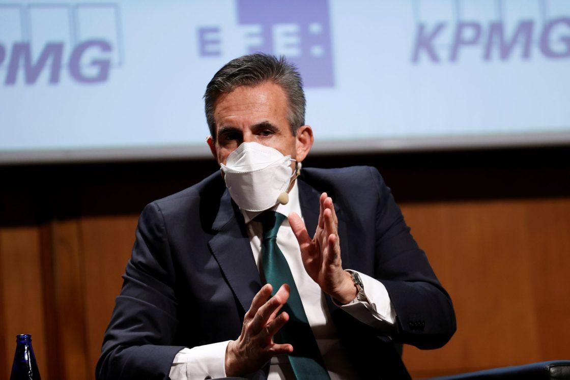 """El consejero delegado de El Corte Inglés, Víctor del Pozo, participa en el II Foro sobre Fondos Europeos organizado por EFE y KPMG en el Instituto Cervantes en Madrid, este miércoles, bajo el lema  """"El reto de la digitalización"""". EFE/Chema Moya"""