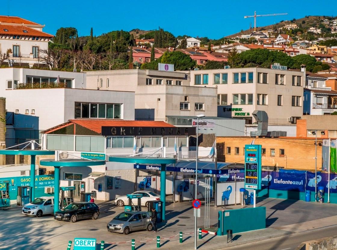 Estacion de servicio Autonetoil y centro de lavado Elefante Azul.
