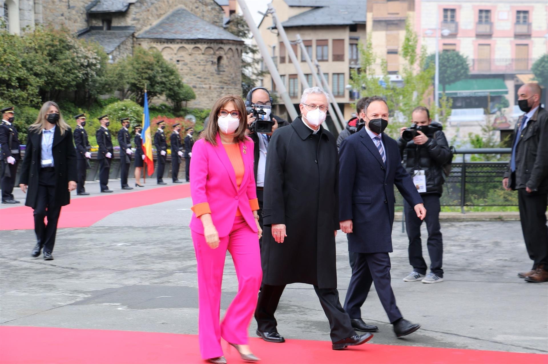 Copríncipe y Jefe Gobierno de Andorra reciben jefes de Estado que participan presencialmente en la Cumbre.