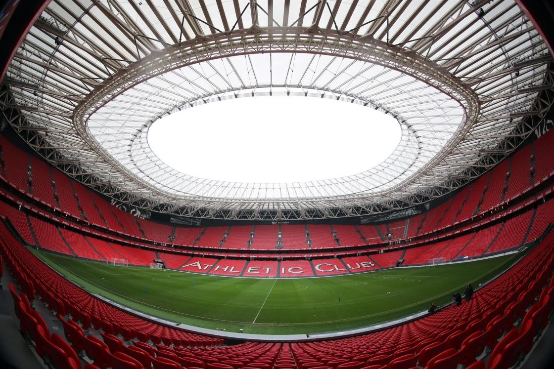 Vista general de un estadio de fútbol. EFE/LUIS TEJIDO/Archivo