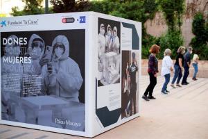 """Aspecto de la muestra fotográfica con imágenes de la Agencia EFE que complementa las jornadas """"Mujeres Invisibles. La era pos-Covid"""". EFE/Marta Pérez/Archivo"""