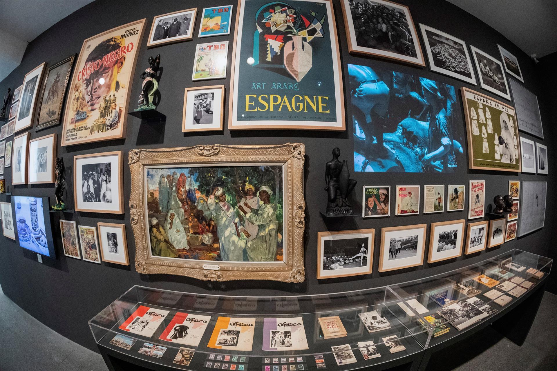 """Vista de los objetos que forman parte de la primera parte de la reordenación de la colección permanente del Museo Reina Sofía que se llama """"Ellos nos ven: de la modernidad al desarrollismo"""" durante su presentación a los medios en la pinacoteca este martes. EFE/Rodrigo Jiménez"""