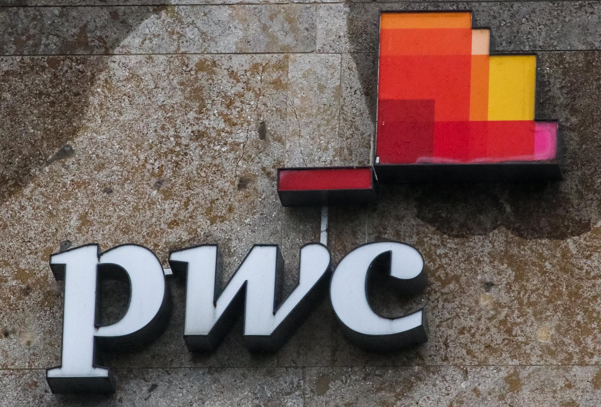Logo de la compañía PricewaterhouseCoopers (PwC). EFE/EPA/FOCKE STRANGMANN/Archivo