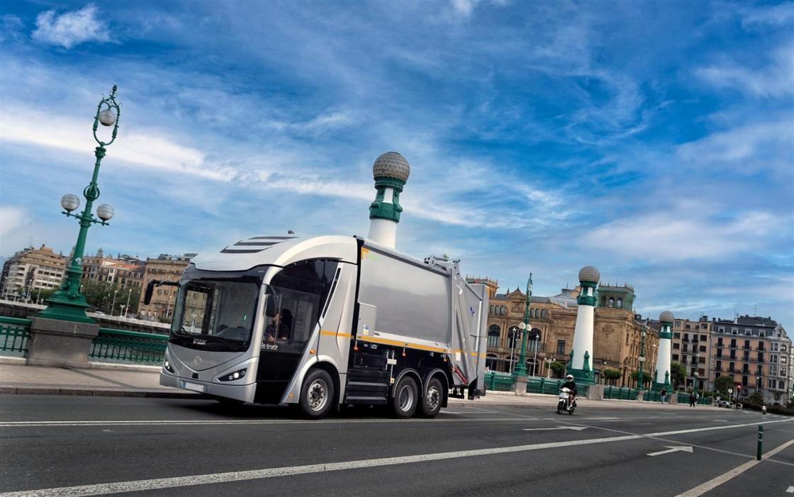 FCC Medio Ambiente e Irizar acuerdan producir los primeros 10 camiones eléctricos ie urban truck