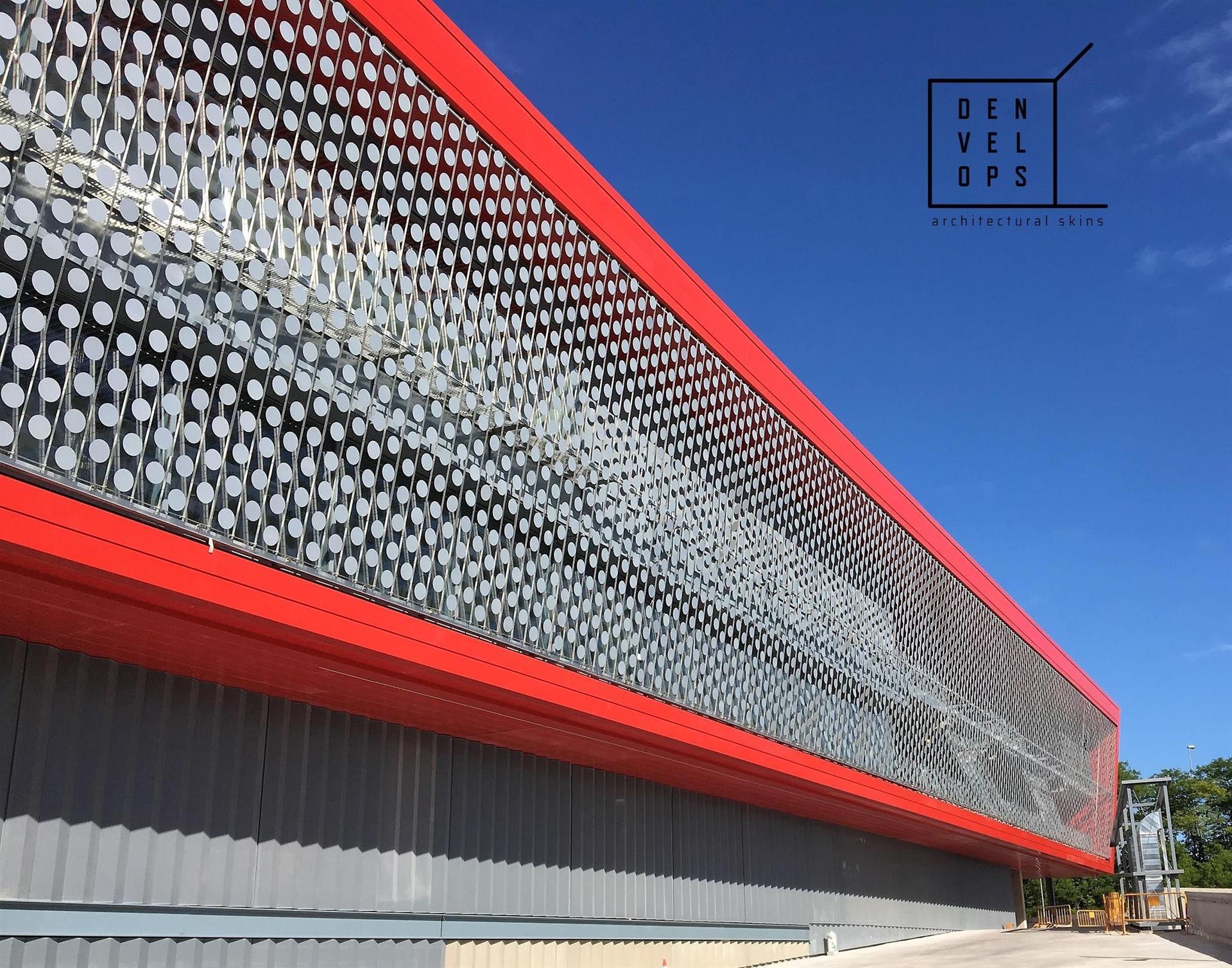 Fachada Dinámica Denvelops. Johan Cruyff Stadium. Batlle i Roig / Autor: Jaume Colom