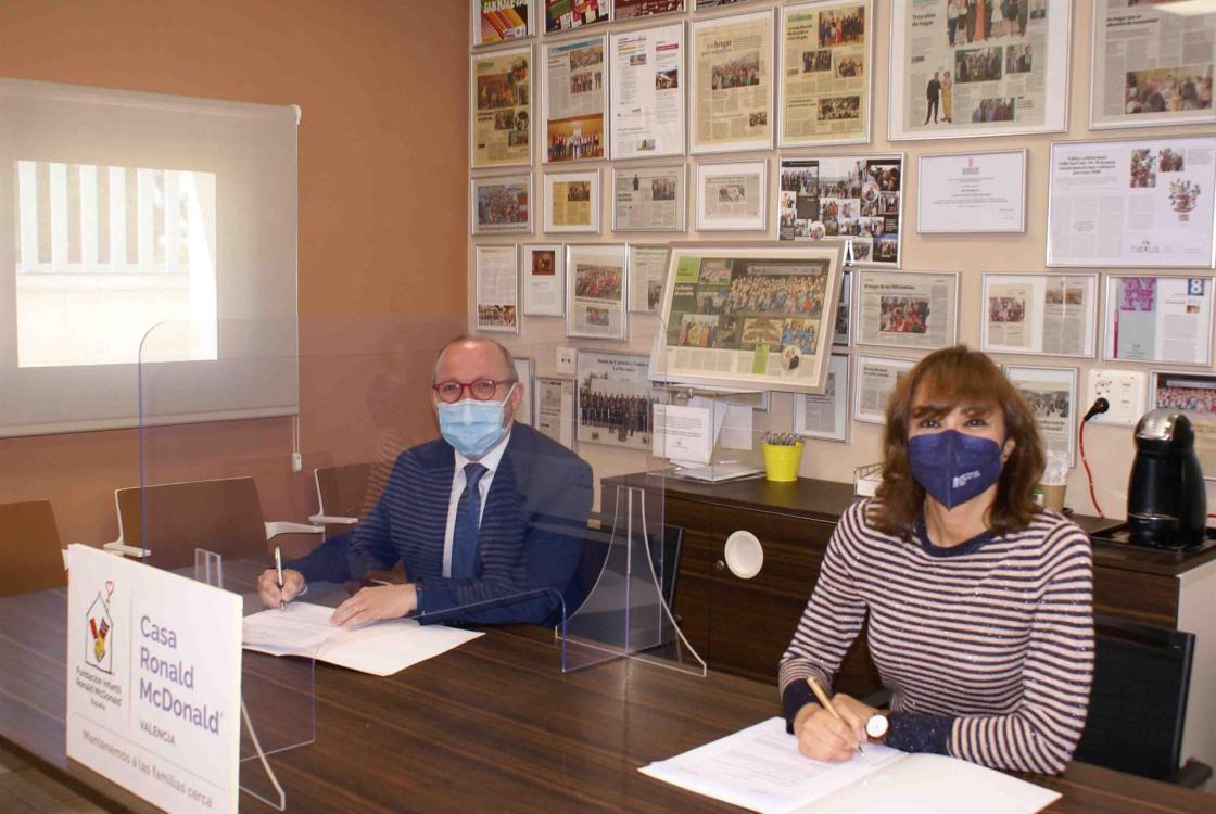 Ximo Montenegro - Gerente Quirónsalud Valencia y Ana Belén Díaz - Directora de Casa Ronald Mcdonald