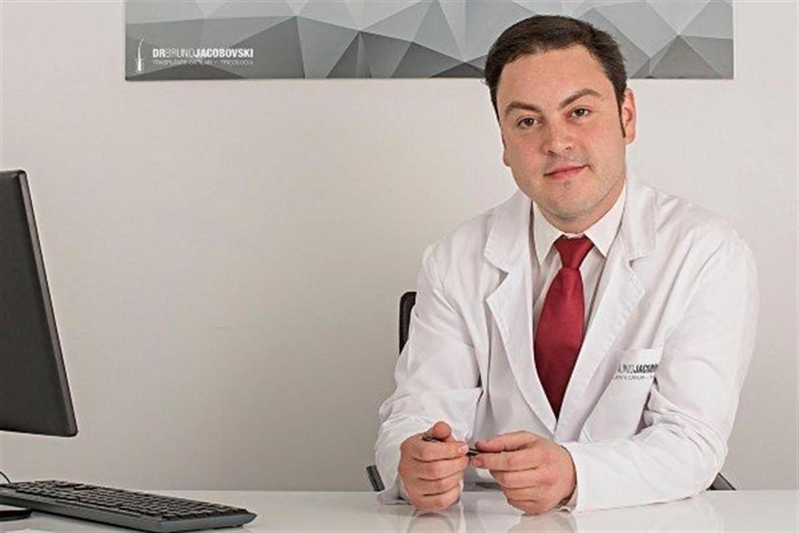 Dr. Bruno Jacobovski entre los mejores médicos capilares.
