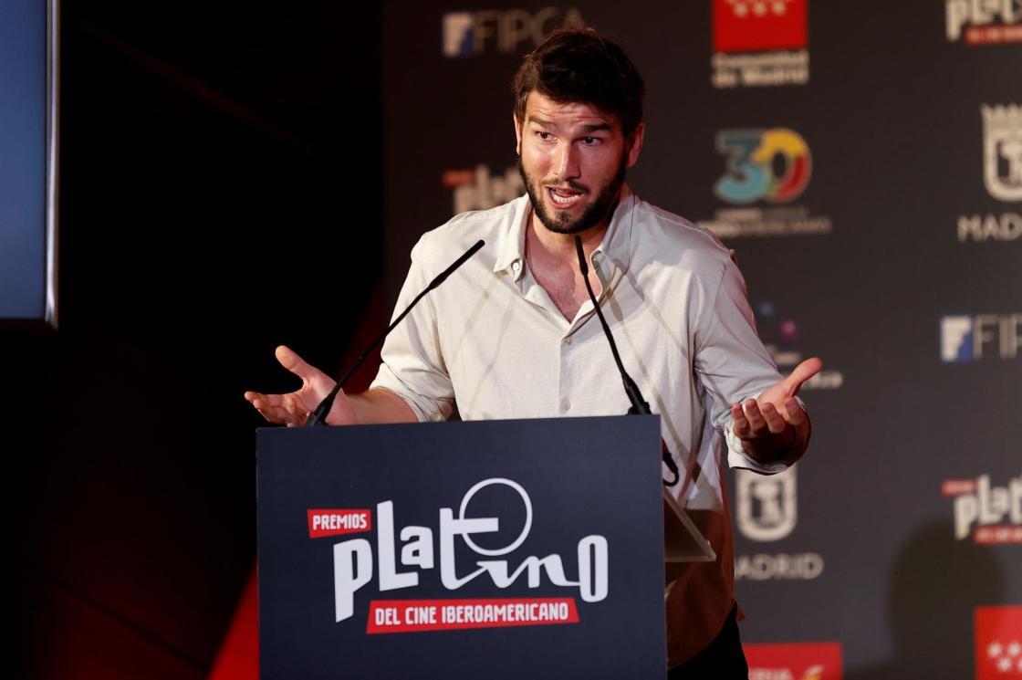 MADRID, 19/07/2021.- El compositor Lucas Vidal da un discurso durante la ceremonia de lectura de las nominaciones (película y series) a los Premios Platino del Cine Iberoamericano, este lunes, en Madrid. EFE/Chema Moya