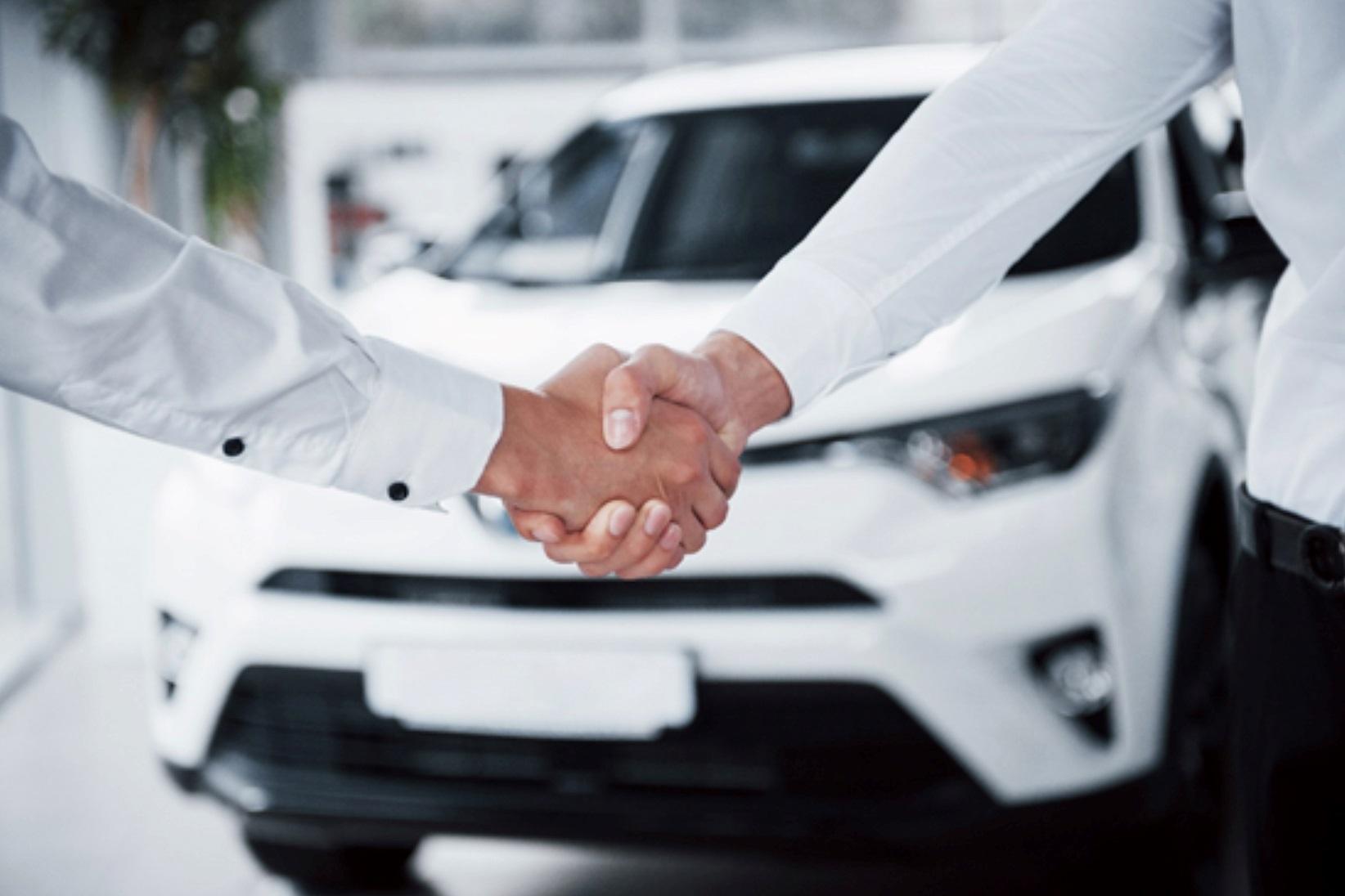 Las nuevas restricciones de la UE impulsan el renting como opción puente ante el fin del coche de combustión.
