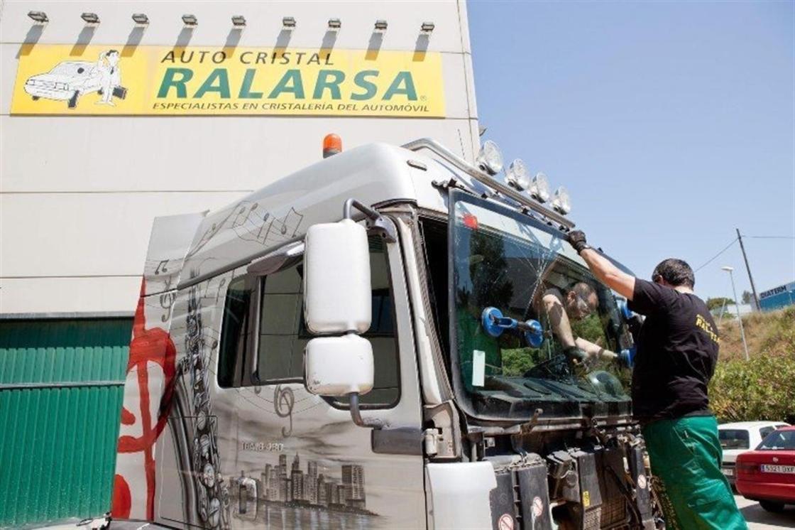 Cristal Ralarsa, empresa especializada en la sustitución y reparación de lunas.
