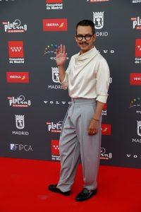 MADRID, 19/07/2021.- El director de cine mexicano Manolo Caro posa a su llegada a la lectura de las nominaciones (película y series) a los Premios Platino del Cine Iberoamericano, este lunes, en Madrid. EFE/Chema Moya