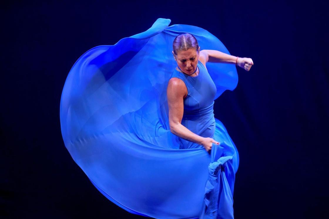 """GRAF6032. CALELLA DE PALAFRUGELL (GERONA), 21/08/2021.- La bailaora más internacional del momento, Sara Baras, presenta en Cap Roig su último montaje, """"Momentos"""", que repasa emociones, vivencias y sensaciones con nuevas coreografías y con el que la artista clausura la presente edición de un festival que es referencia musical de los veranos del sur de Europa, este sábado en Gerona. EFE/David Borrat"""