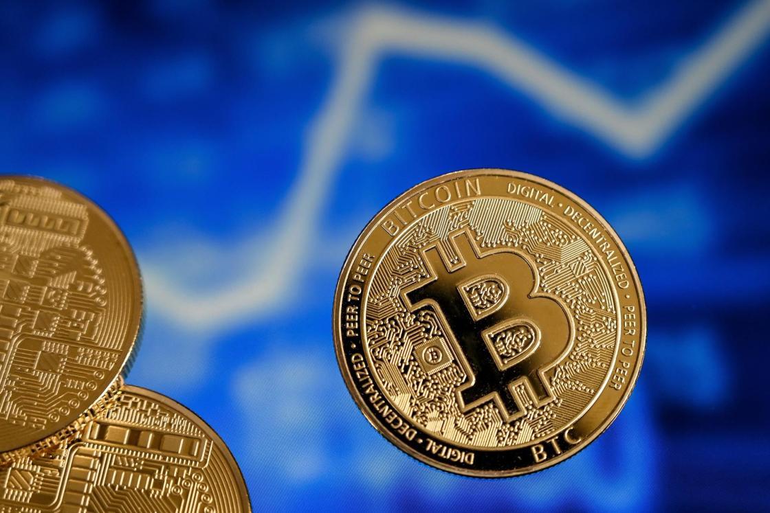 Vista de una representación de Bitcoin. EFE/EPA/SASCHA STEINBACH/Archivo