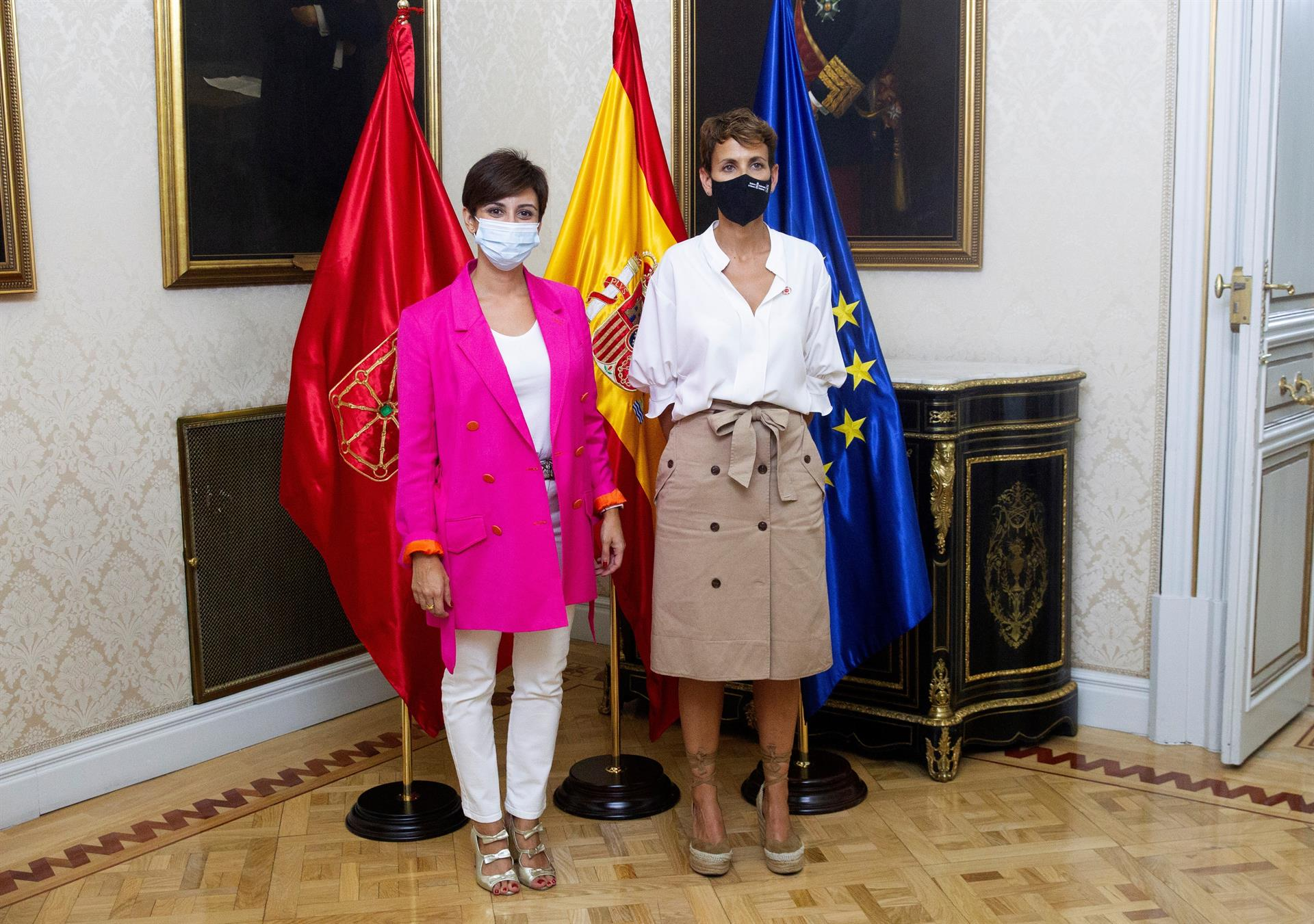 MADRID, 07/09/2021.- La presidenta de Navarra, María Chivite (d), durante su reunión con la ministra de Política Territorial y portavoz del Gobierno, Isabel Rodríguez García (i), este martes en la sede del Ministerio en Madrid. EFE/ Javier Liaño