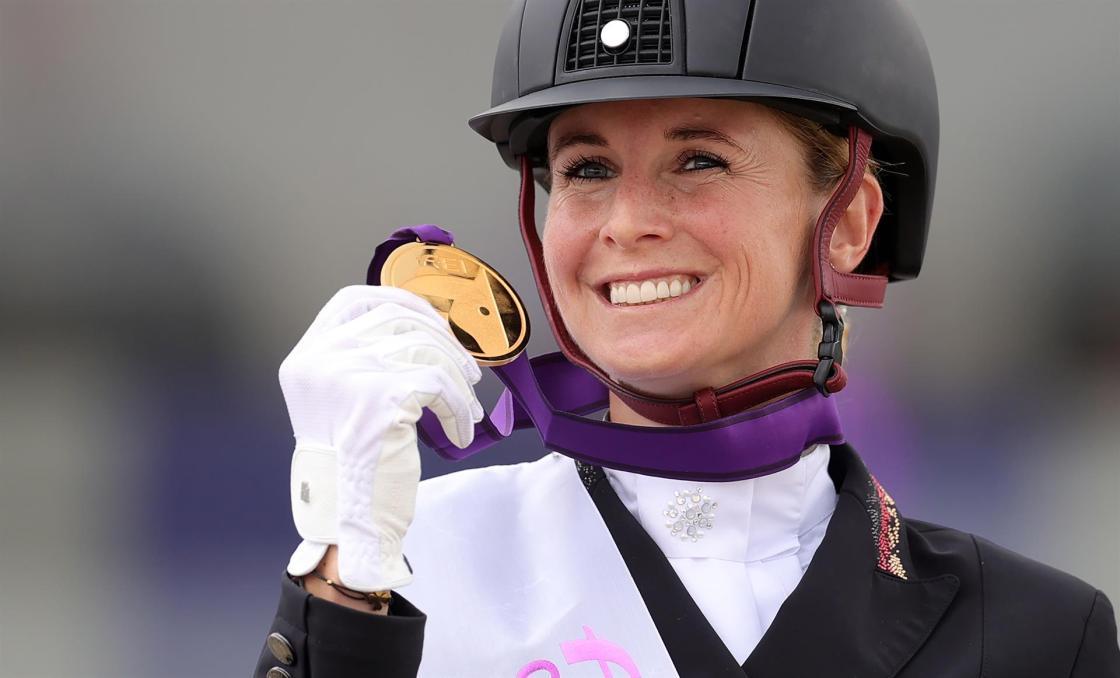 La amazona alemana Jessica Von Bredow-Werndl obtuvo este sábado la victoria en el Gran Premio Estilo Libre con música. EFE/EPA/FRIEDEMANN VOGEL