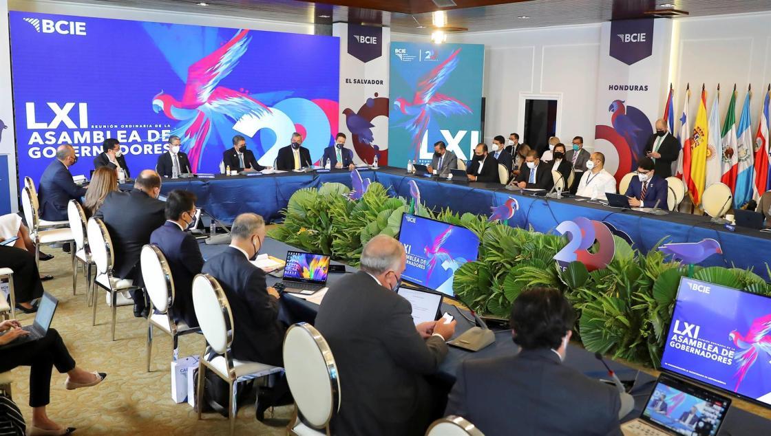 Fotografía general de la 61 Asamblea de Gobernadores del Banco Centroamericano de Integración Económica (BCIE) hoy, en Tegucigalpa (Honduras). EFE/Gustavo Amador