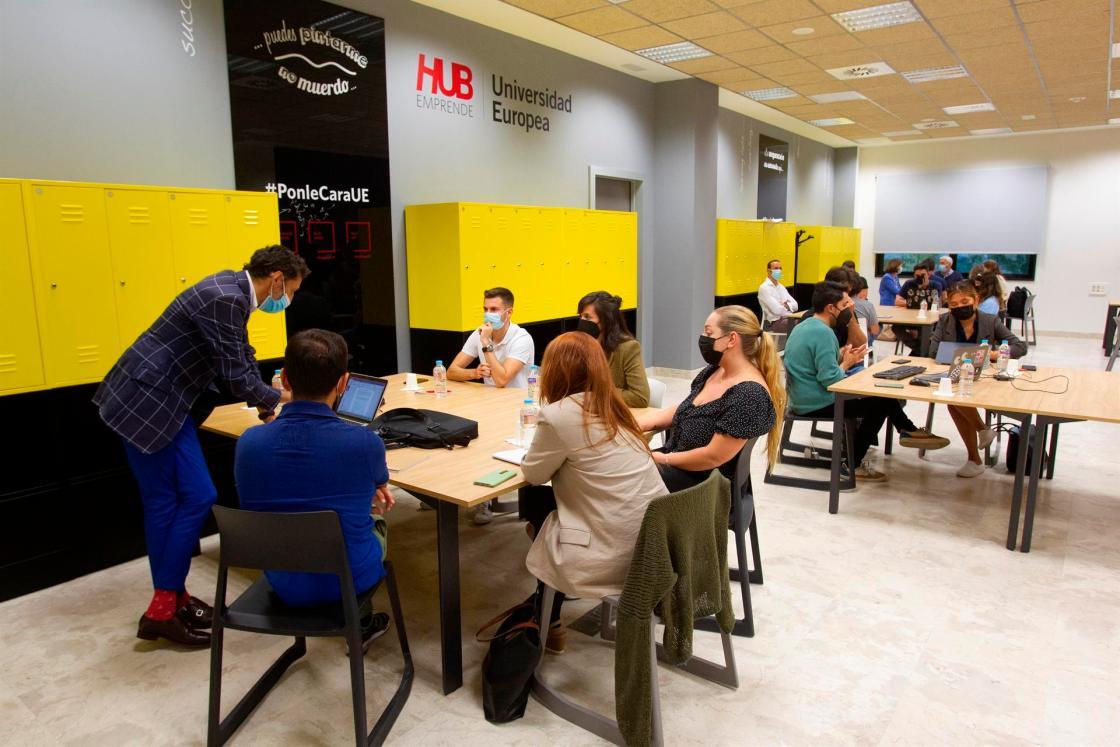 Jornada Bootcamp organizada por la Universidad Europea, en el campus de Alcobendas(Madrid). EFE/JAVIER LIAÑO